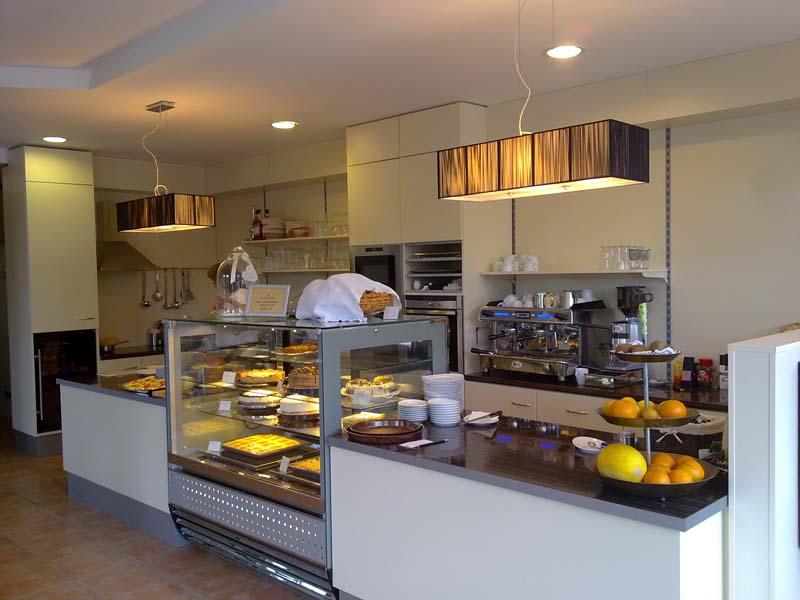 https://tcromania.com/echipamente-frigorifice/vitrine-frigorifice-de-cofetarie-si-patiserie/vitrine-frigorifice-de-cofetarie-si-patiserie-cu-racire-ventilata/vitrina-frigorifica-cofetarie-patiserie-c-1-140-mg-magnum/