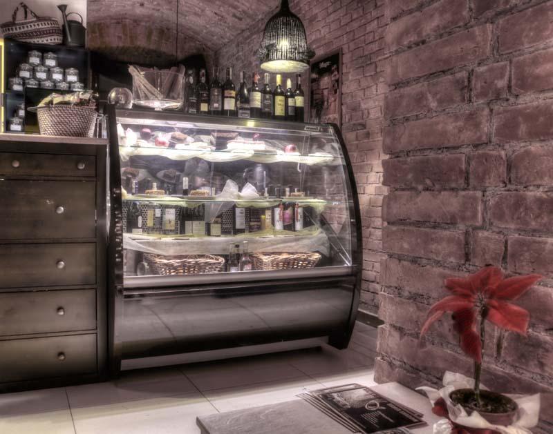 https://tcromania.com/echipamente-frigorifice/vitrine-frigorifice-de-cofetarie-si-patiserie/vitrine-frigorifice-de-cofetarie-si-patiserie-cu-racire-statica/vitrina-frigorifica-cofetarie-si-patiserie-wchcr-1-0-0-9/